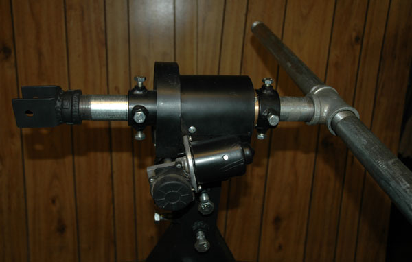T-bar with target axis linear actuator bracked mounted
